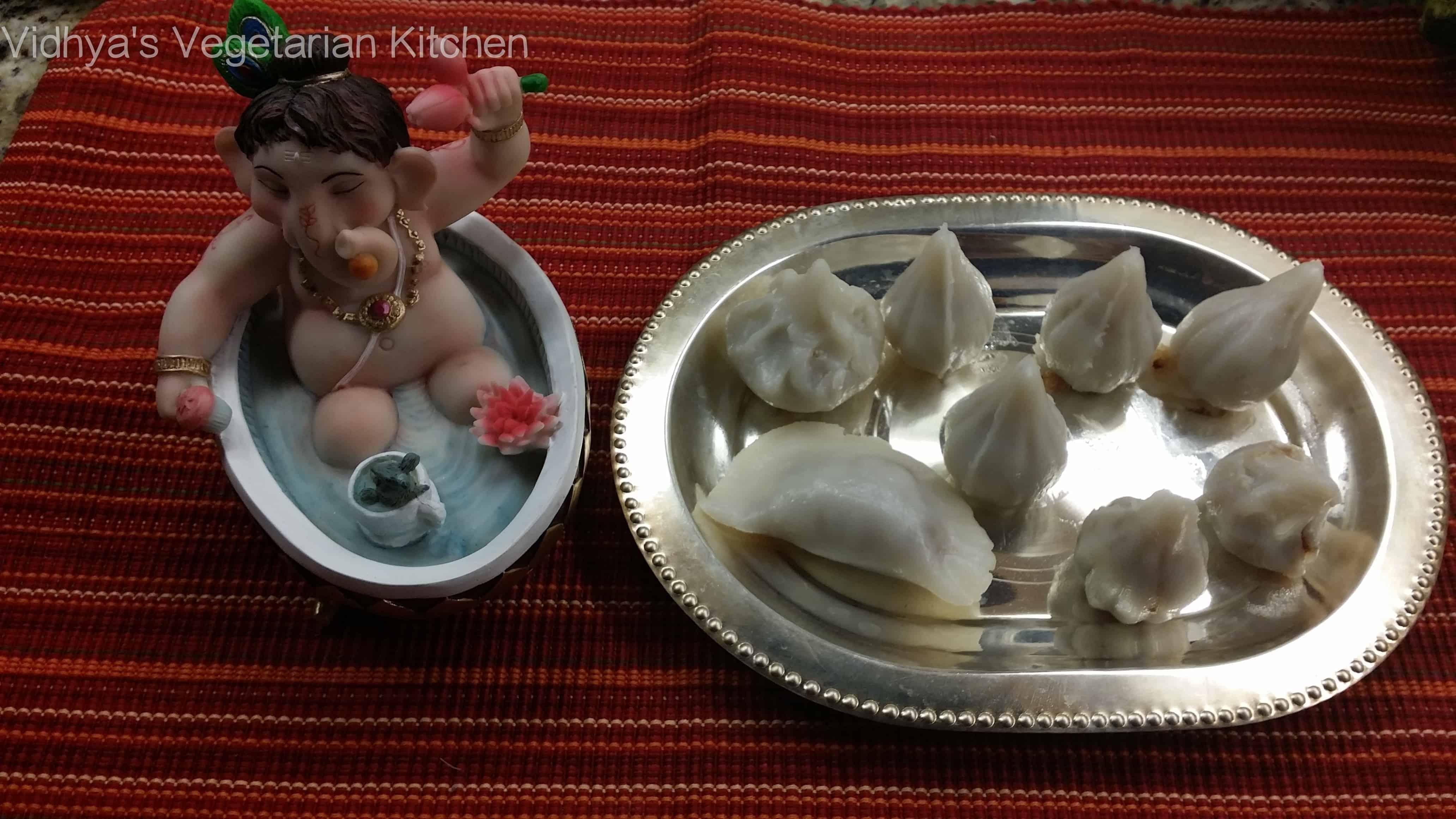 Coconut Jaggery filling Mothakam / Kozhukattai - Vidhya's
