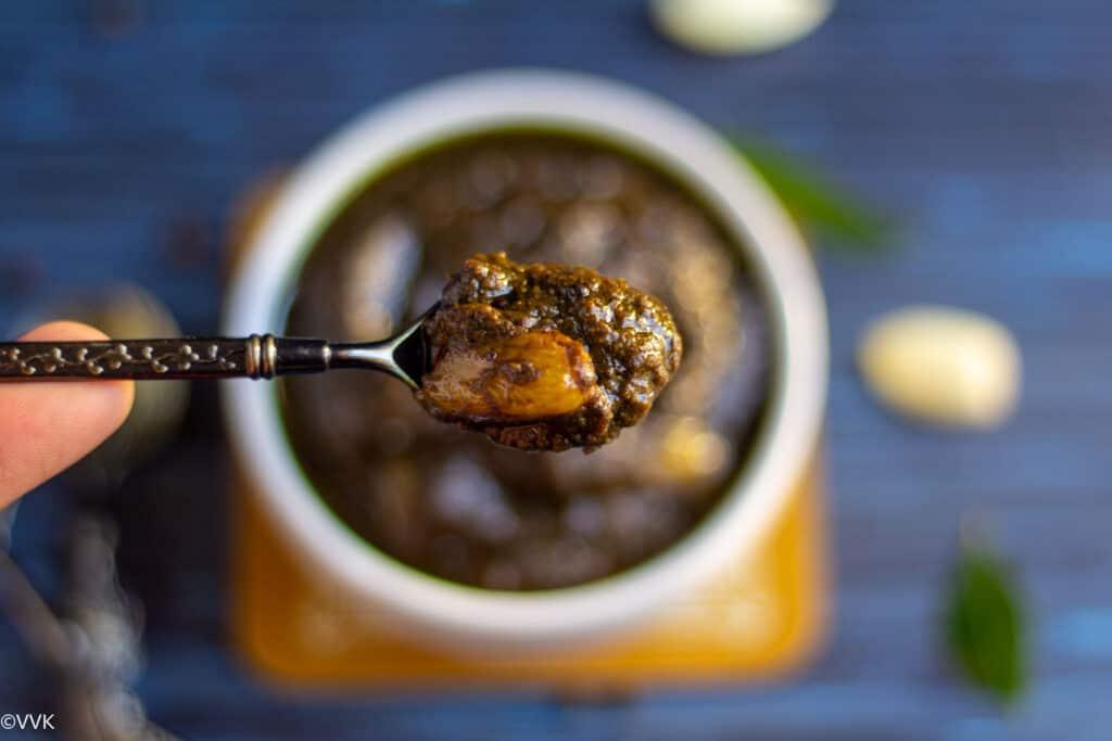 milagu kuzhambu lifted in a spoon