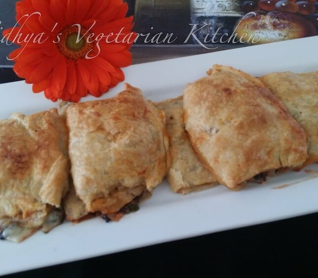 Pizza Puffs | Vegetarian Pizza Puffs