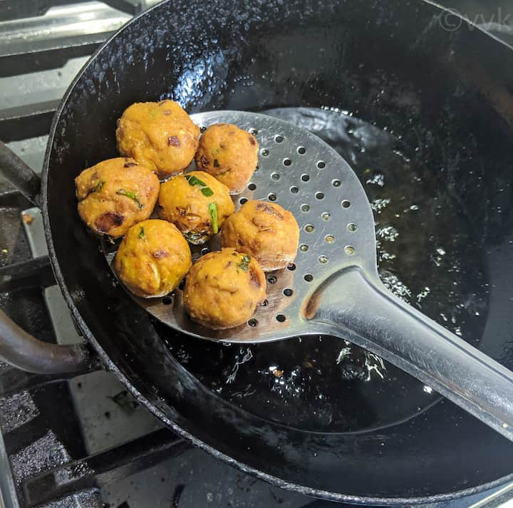 fried medu pakoda