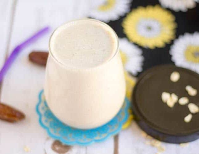 Overnight Oats and Dates Smoothie with Flax Meal