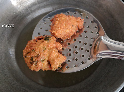 Serve Vadai hot