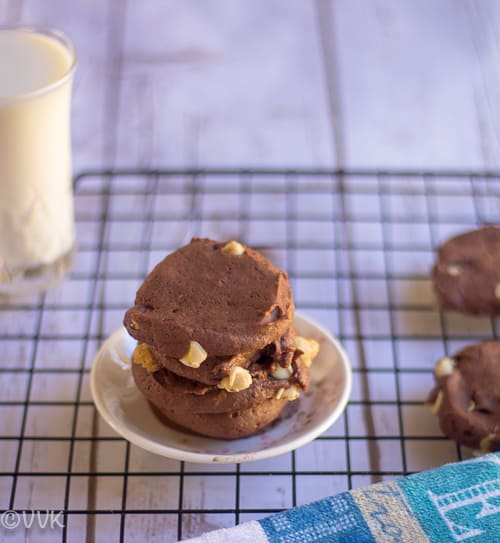 Delicious Eggless Nutella Cookies on a wooden table