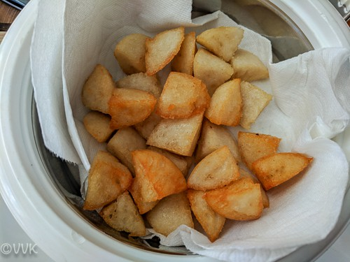 Idli pieces kept in a tissue paper to remove the excess oil