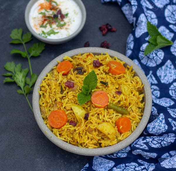 instant pot sindhi veg biryani in ceramic bowl
