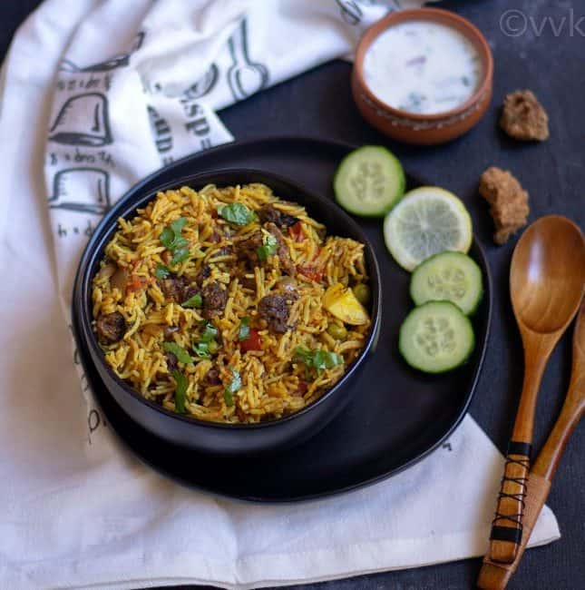 wadi ki biryani in a black bowl