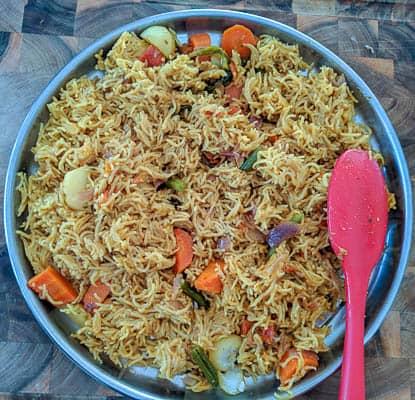 sindhi biryani in a plate
