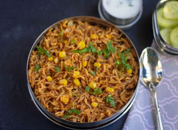 close up look of xacuti pulao