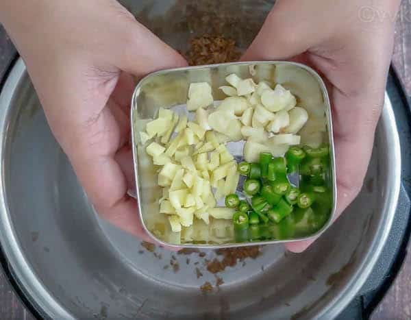 broccoli dal - adding garlic, ginger and green chili