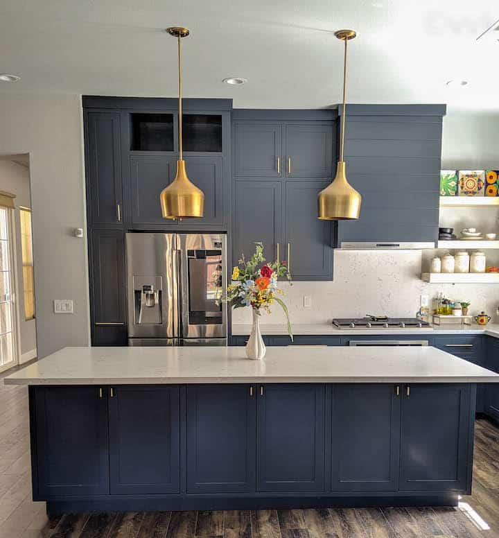 full view of the kitchen - L shaped kitchen with large island