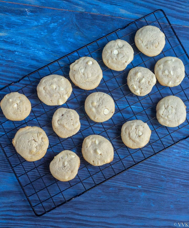 cookies cooling in cooling rack
