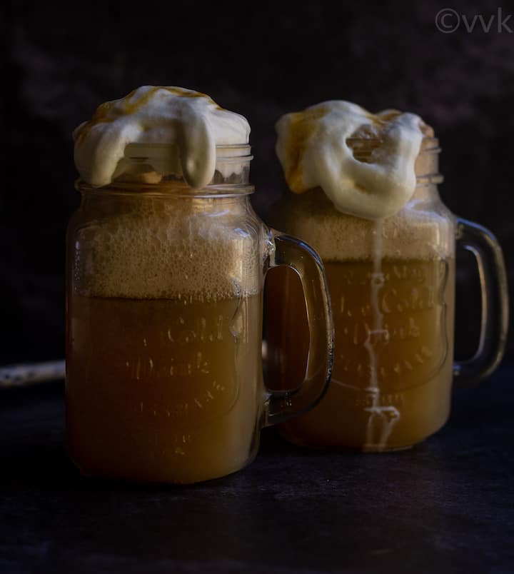 butterbeer served in two mason jars