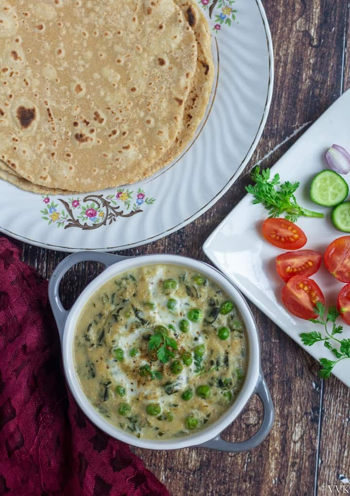 methi matar malai served with roti and salad