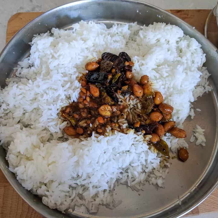adding tamarind rice paste to cooked rice