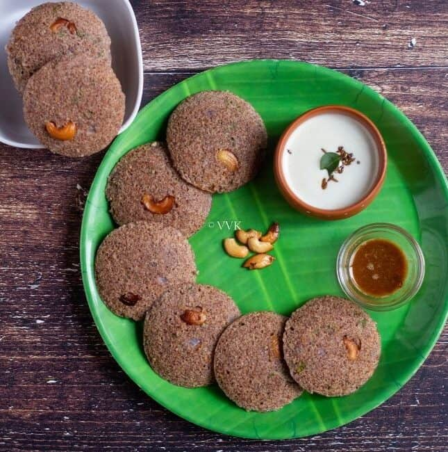 square image of instant ragi rava idli served in green plate with chuntey and podi