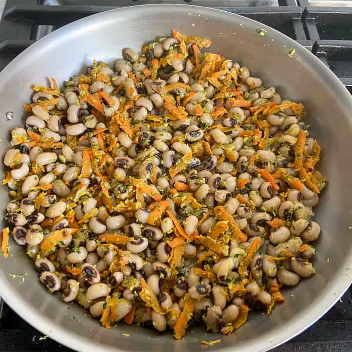 cooked black-eyed peas sundal
