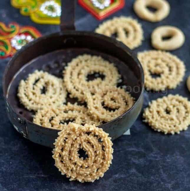 squared image and close up shot of baked murukku