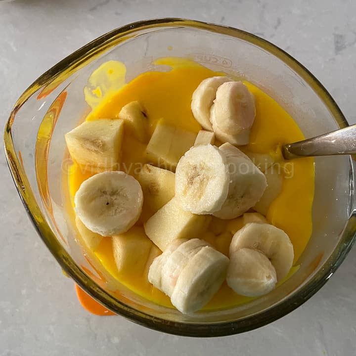 adding fruits to custard sauce