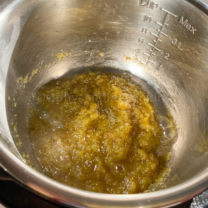 cooking the zucchini halwa