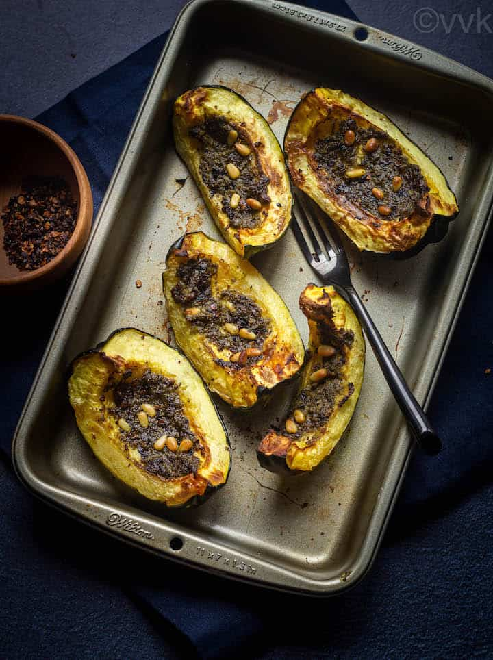 air fryer acorn squash served in baking tray
