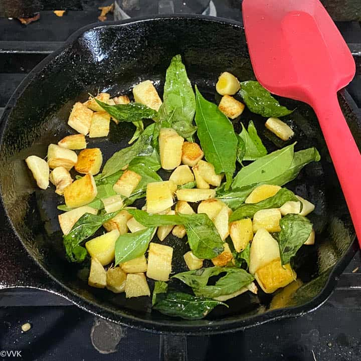 sauteing ginger and curry leaves