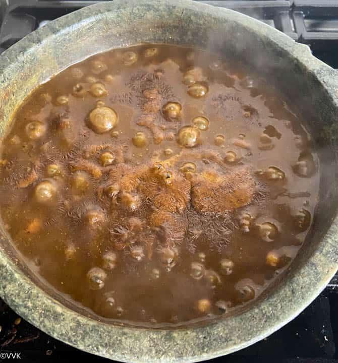 adding the rice flour slurry and thickening the kuzhambu