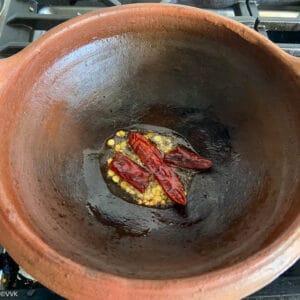 tempering for the keerai poriyal in clay pot