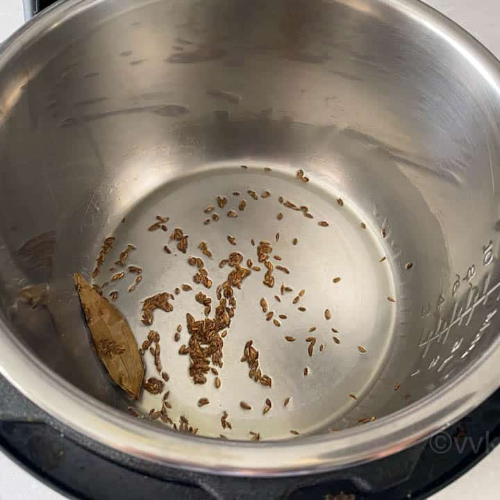 tempering cumin and bayleaf