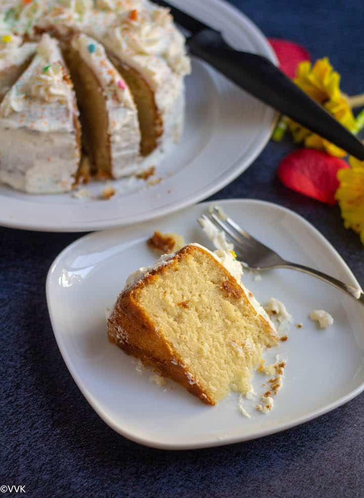 vanilla sponge cake slice