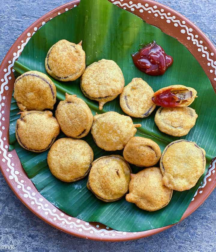 overhead shot of brinjal bajji served in clay plate