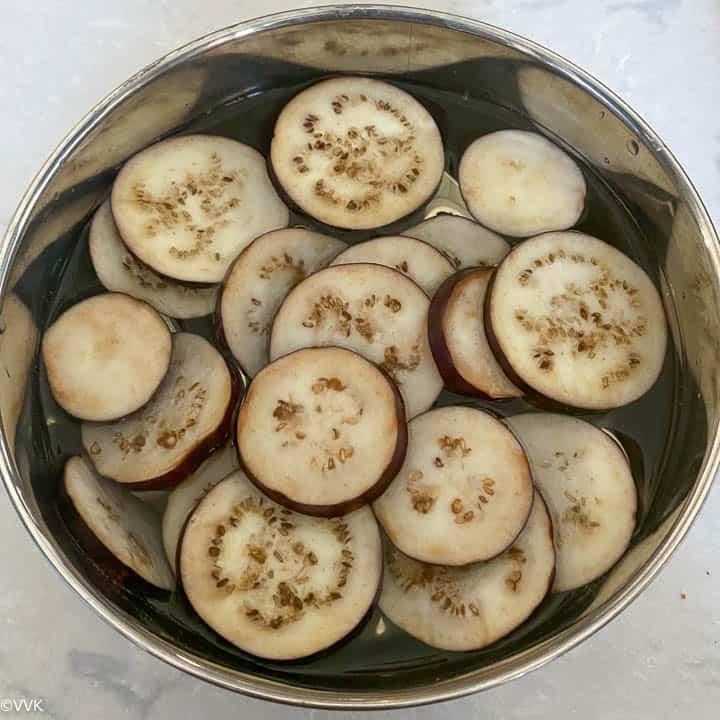 cut brinjal slices