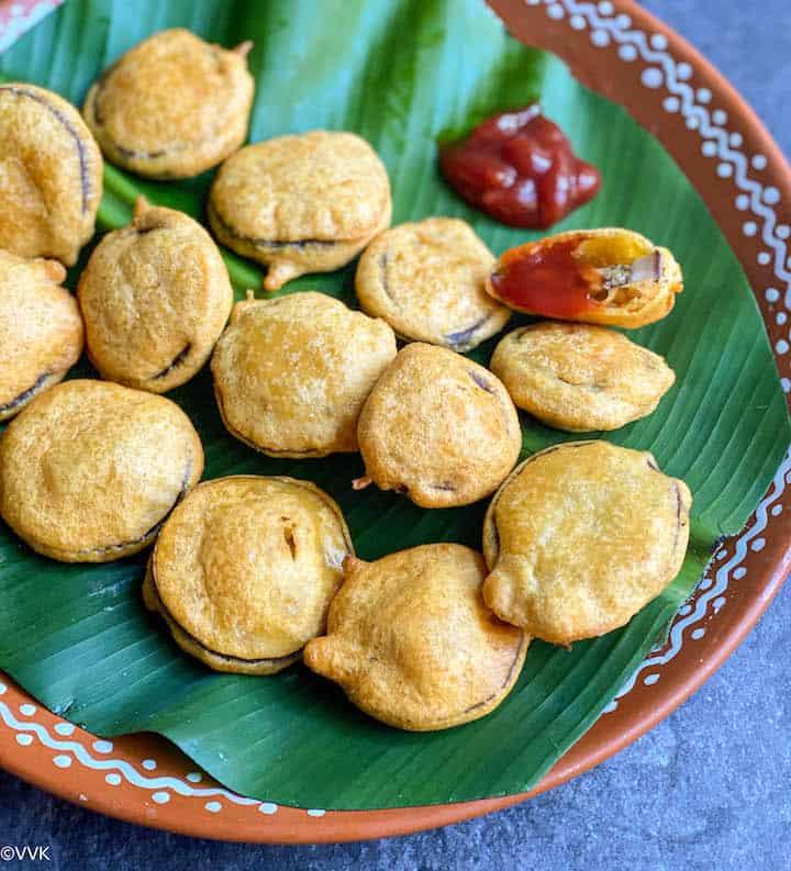 close up shot of brinjal bajji
