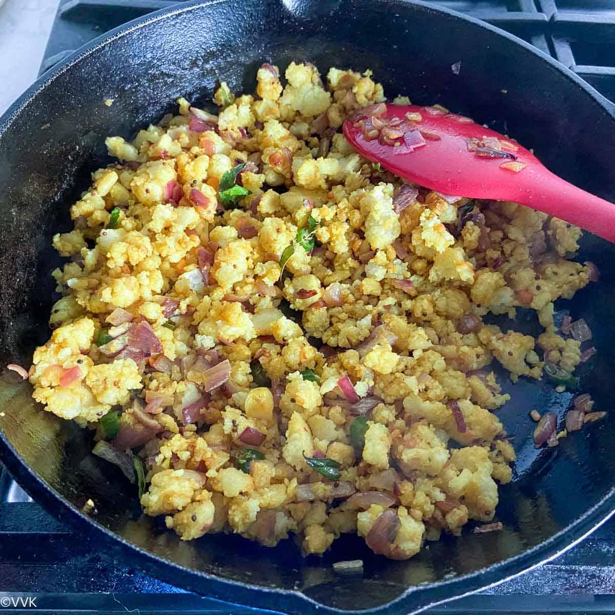 cooking the idli upma over medium-low heat